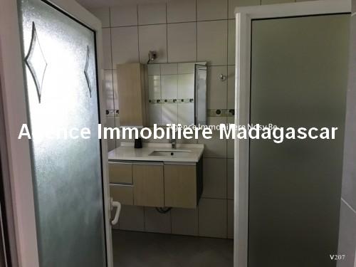 Vente-hotel-appartement-boutique-cœur-village-ambatoloka-nosybe-madagascar7.jpg