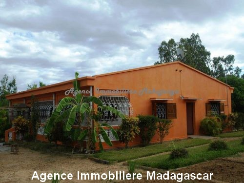 location-annuelle-villa-quartier-lycée-français-mahajanga.jpg