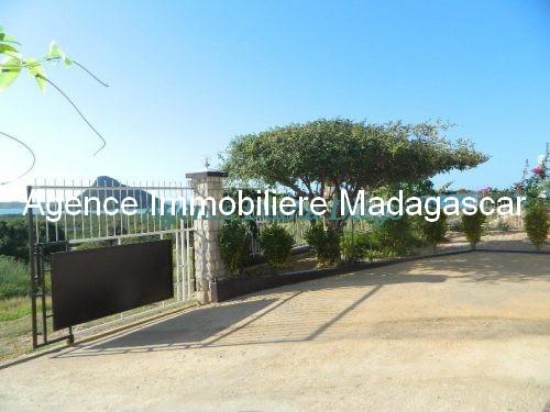 location-belle-villa-sécurisee-avec-vue-mer-avenir