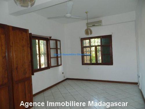 location-grand-appartement-vide-centre-ville-diego-suarez.jpg