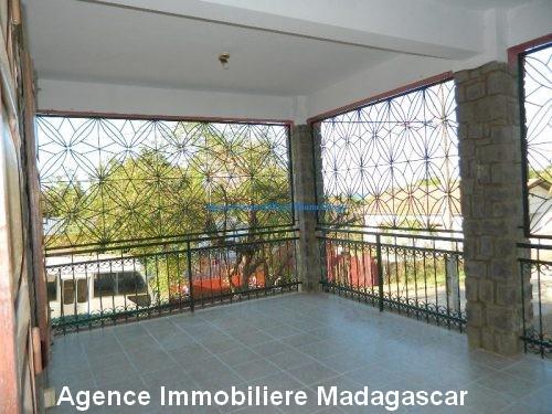location-grand-appartement-vide-centre-ville-diego-suarez2.jpg