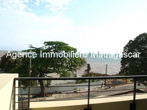 location-mahajanga-appartements-face-mer-avec-piscine.jpg