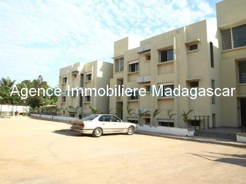 location-mahajanga-appartements-face-mer-avec-piscine1.jpg