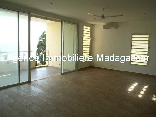 location-mahajanga-appartements-face-mer-avec-piscine3.jpg