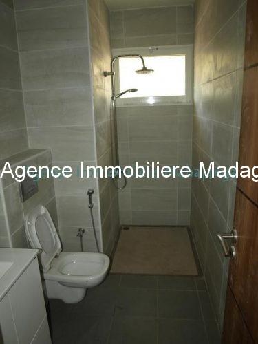 location-mahajanga-appartements-face-mer-avec-piscine5.jpg
