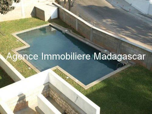 location-mahajanga-appartements-face-mer-avec-piscine6.jpg