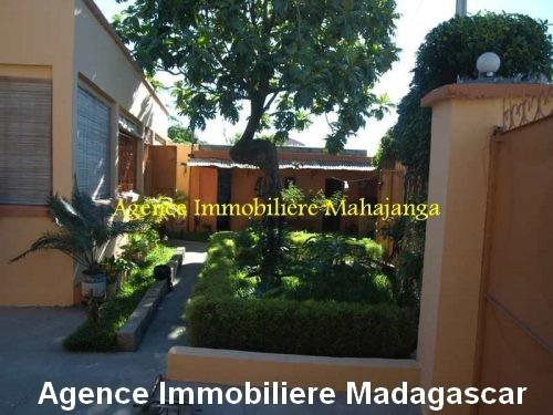 location-maison-ville-deux-chambres-garage-mahajanga-madagascar.jpg
