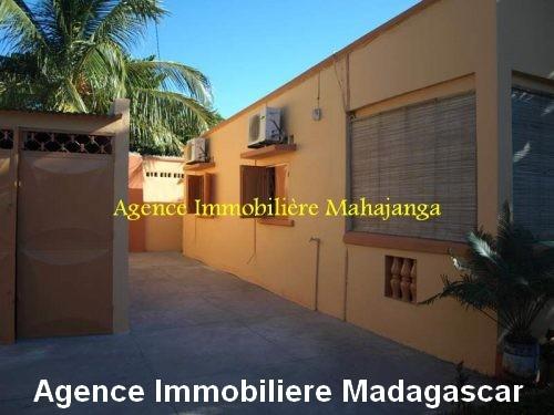 location-maison-ville-deux-chambres-garage-mahajanga-madagascar1.jpg