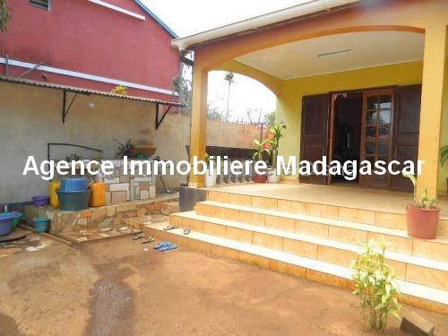location-petite-maison-meublee-premier-prix-route-universite-diego2.jpg
