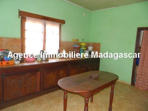 location-petite-maison-meublee-premier-prix-route-universite-diego5.jpg