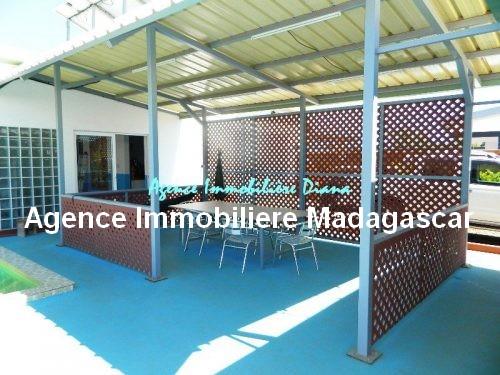 vente-belle-villa-neuve-piscine-quartier-scama-diego-suarez1.jpg