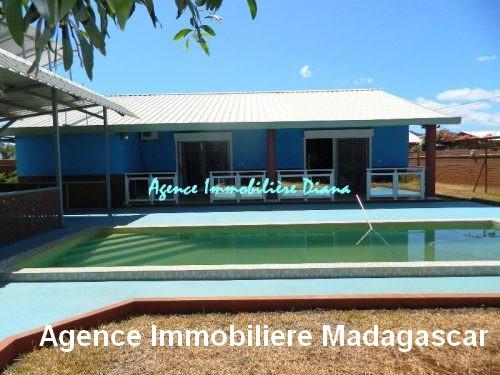 vente-belle-villa-neuve-piscine-quartier-scama-diego-suarez2.jpg