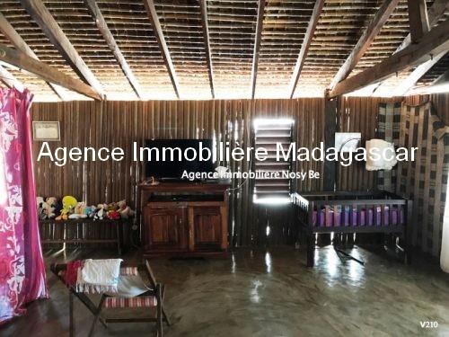 vente-villa-avec-chambres-d-hotes-plage-ambondrona-nosybe7.jpg