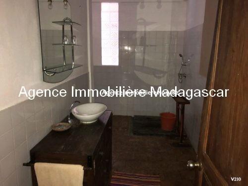 vente-villa-avec-chambres-d-hotes-plage-ambondrona-nosybe8.jpg