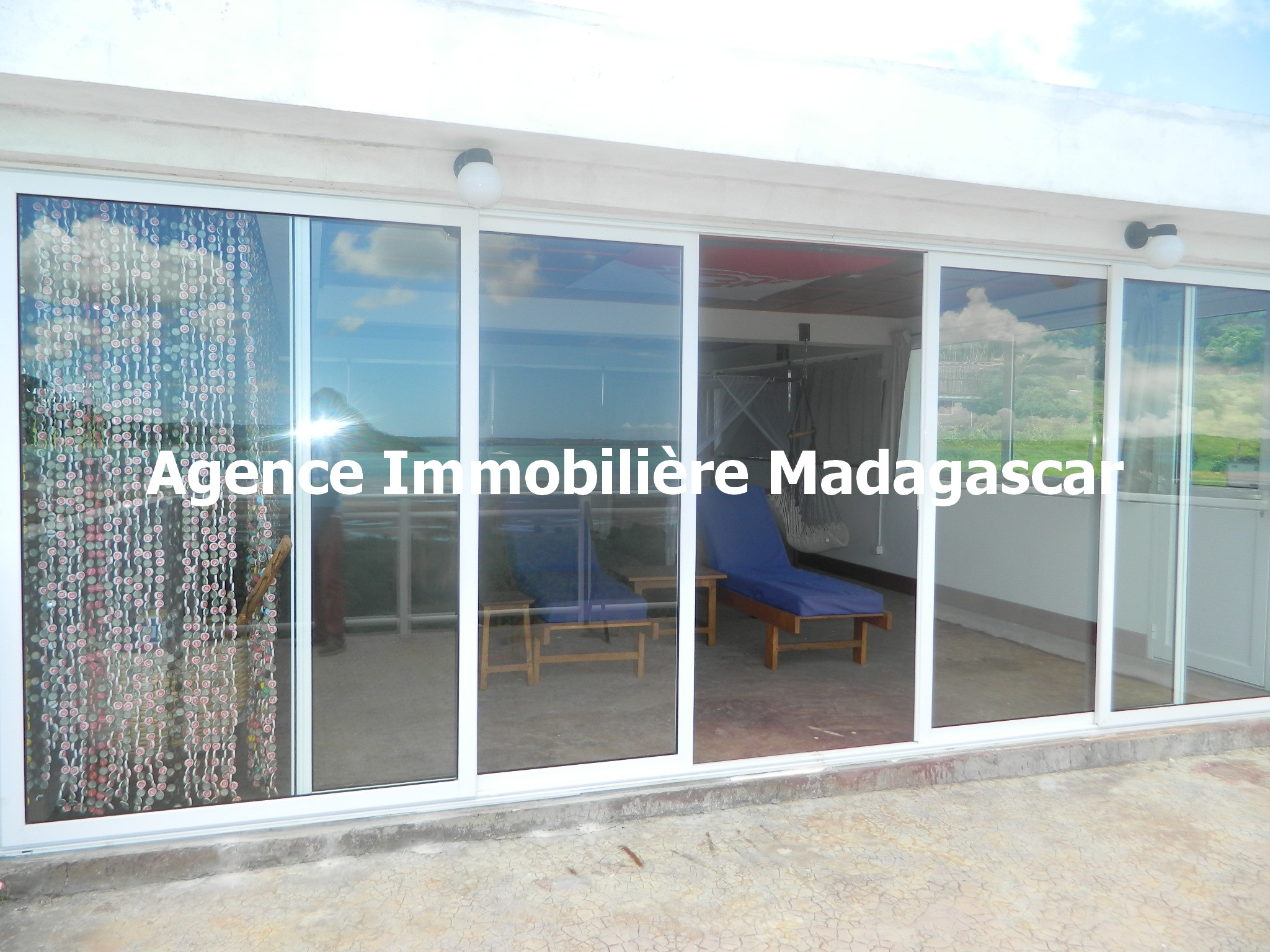 vente-villa-deux-appartements-diego-madagascar-2.JPG