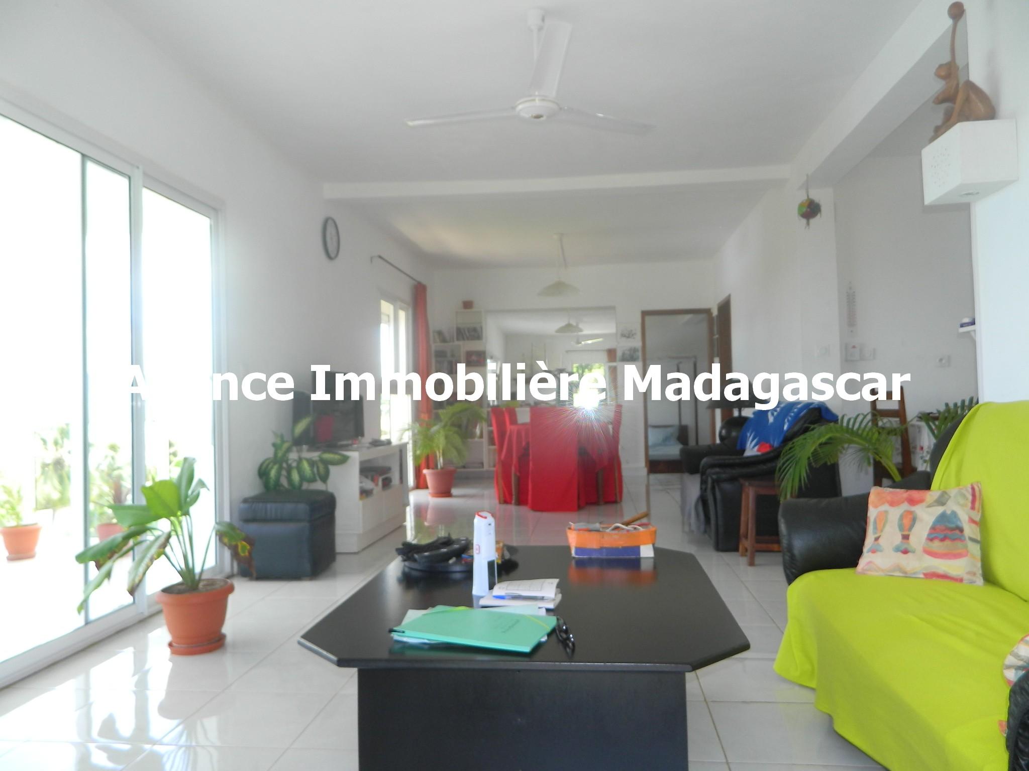 vente-villa-deux-appartements-diego-madagascar-4.JPG