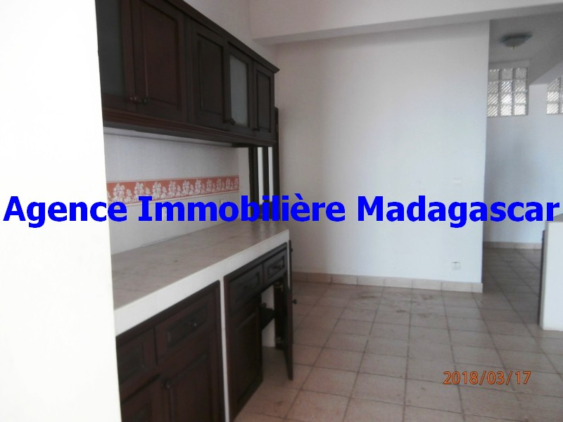 location-appartement-t4-mahajanga-1.jpg