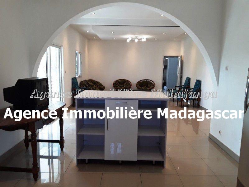 location-appartements-mahajanga-amborovy-4.jpg