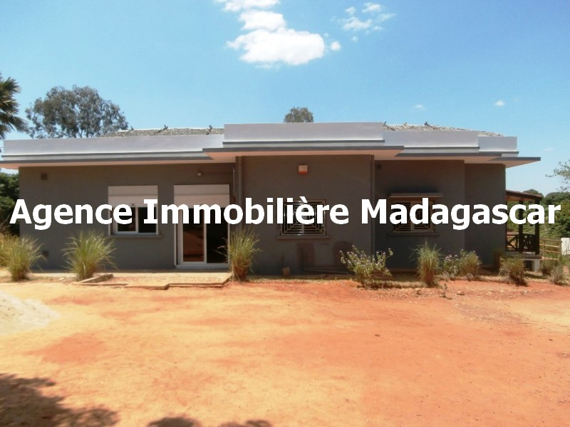 location-mahajanga-villa-piscine-madagascar-1.jpg