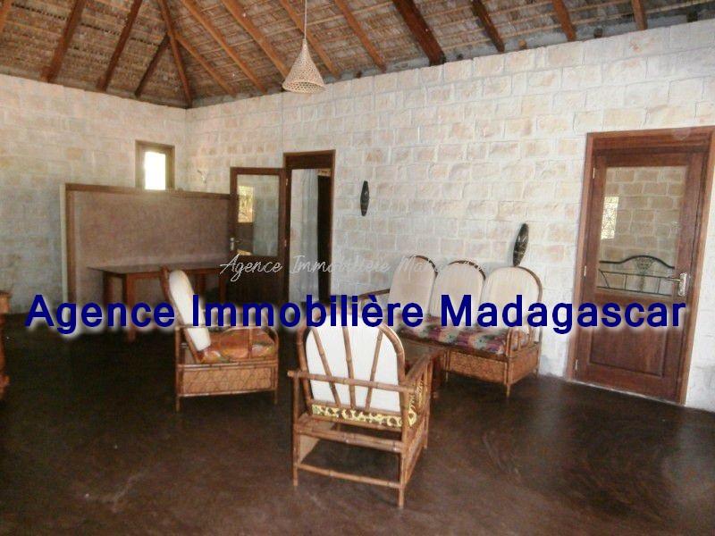 location-maison-mahajanga-grand-terrain-1.jpg
