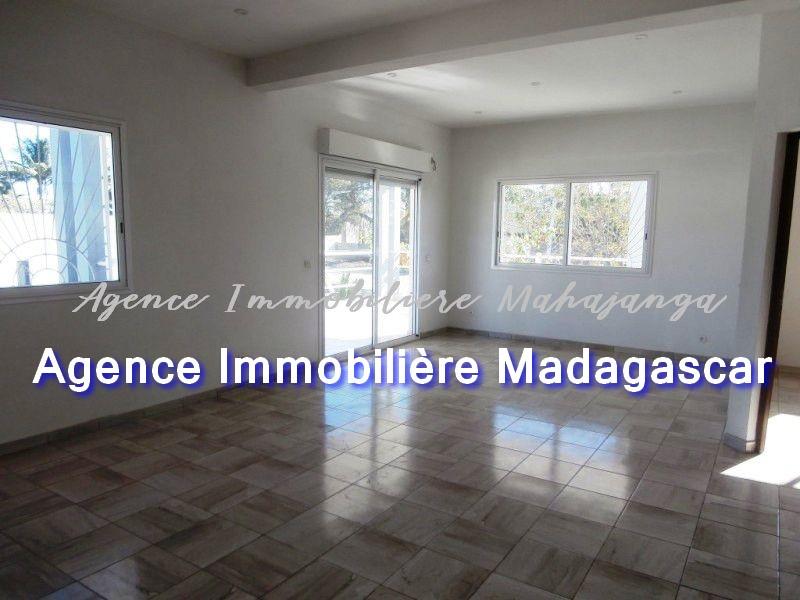 mahajanga-vente-villa-neuve-quartier-calme-4.jpg