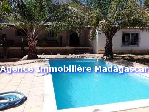 villa-location-mahajanga-piscine-1.jpg