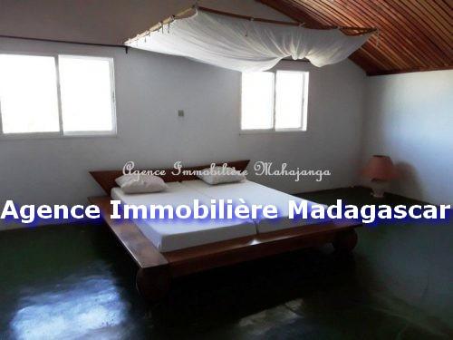villa-location-mahajanga-piscine-3.jpg