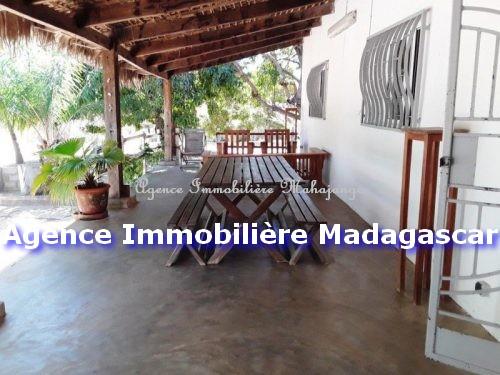 villa-location-mahajanga-piscine-4.jpg