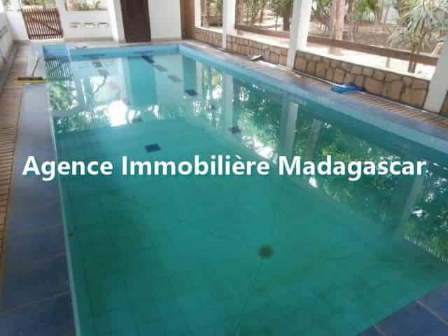 mahajanga-villa-de-location-1-min.jpg