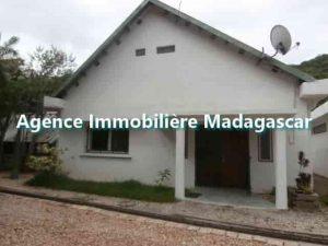 mahajanga-villa-de-location-2-min.jpg