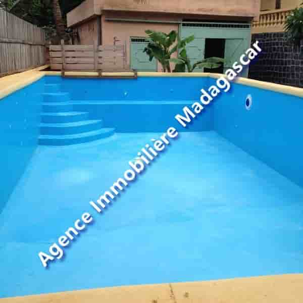 location-villa-cinq-chambres-piscine-2-min.jpg