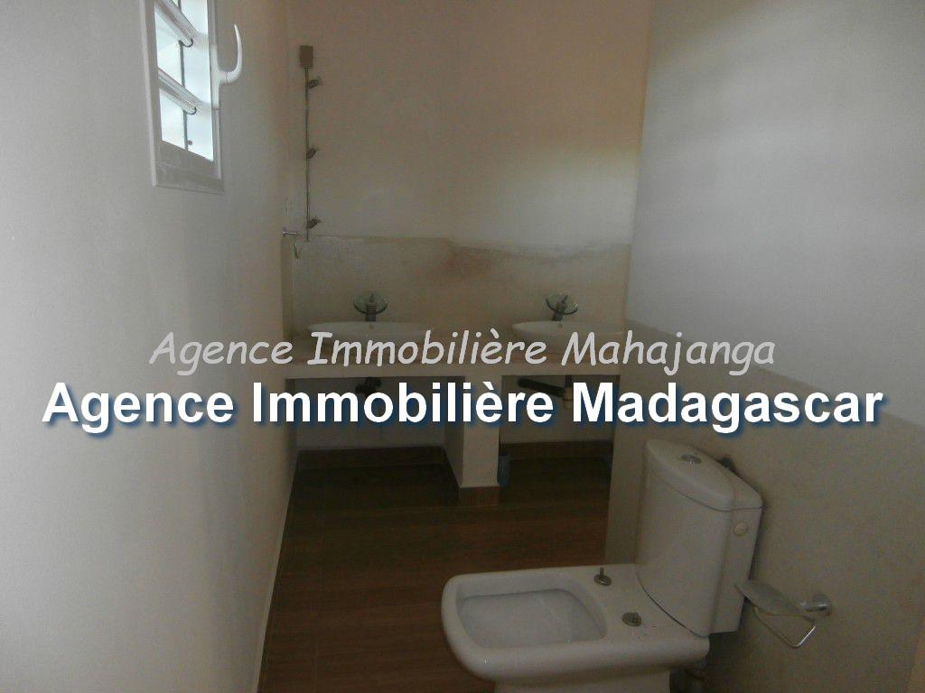 amborovy-mahajanga-location-villa-mada-6.jpg
