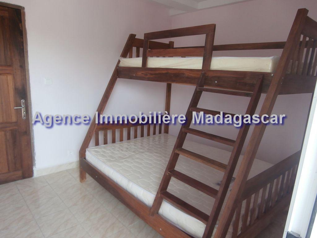mahajanga-appartements-location-2.jpg