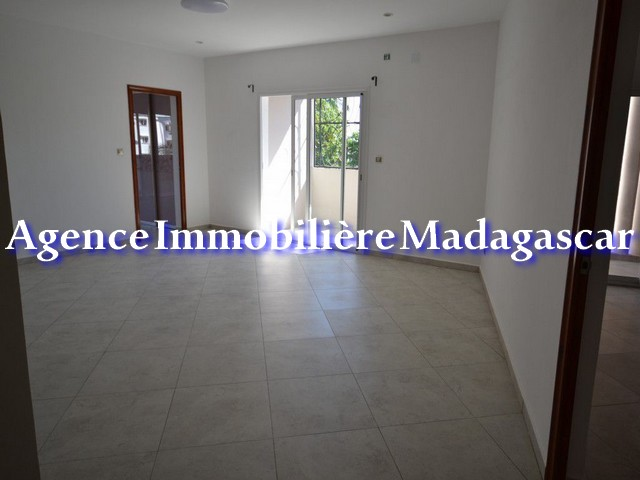 mahajanga-center-rental-apartments-3.jpg