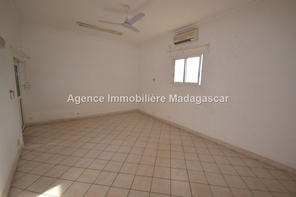 centre-mahajanga-location-appartement-2.jpg