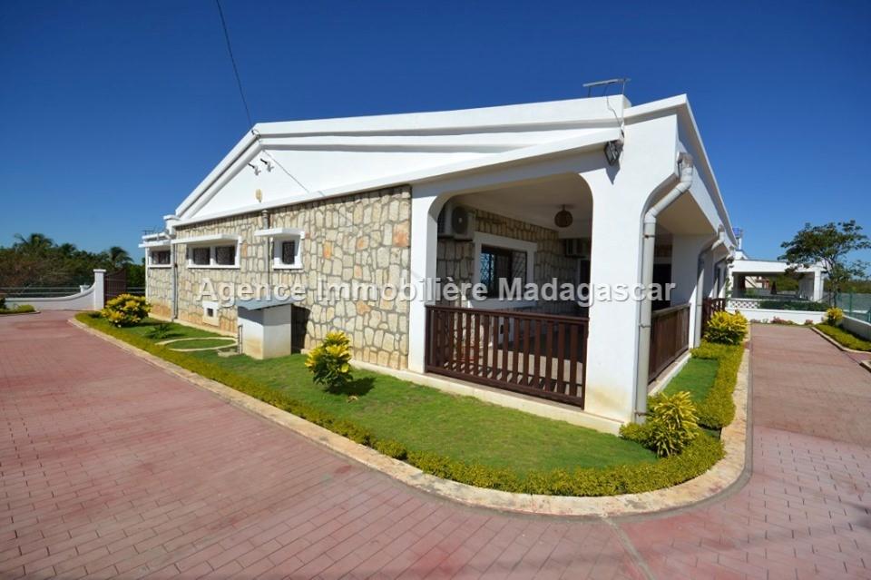 location-villa-vue-mer-mahajanga-1.jpg