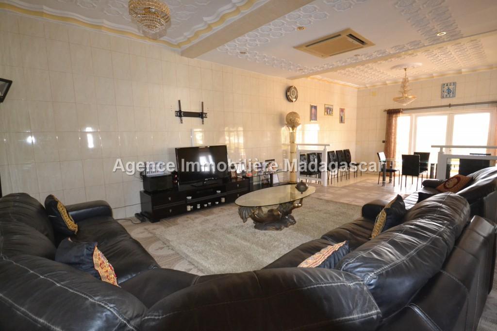 immense-appartement-meuble-et-equipe-a-louer-24.jpg