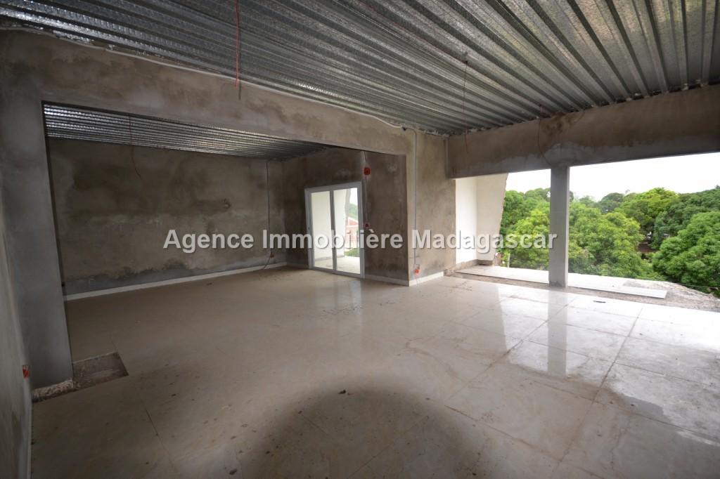 vente-immeuble-amborovy_0009.jpg