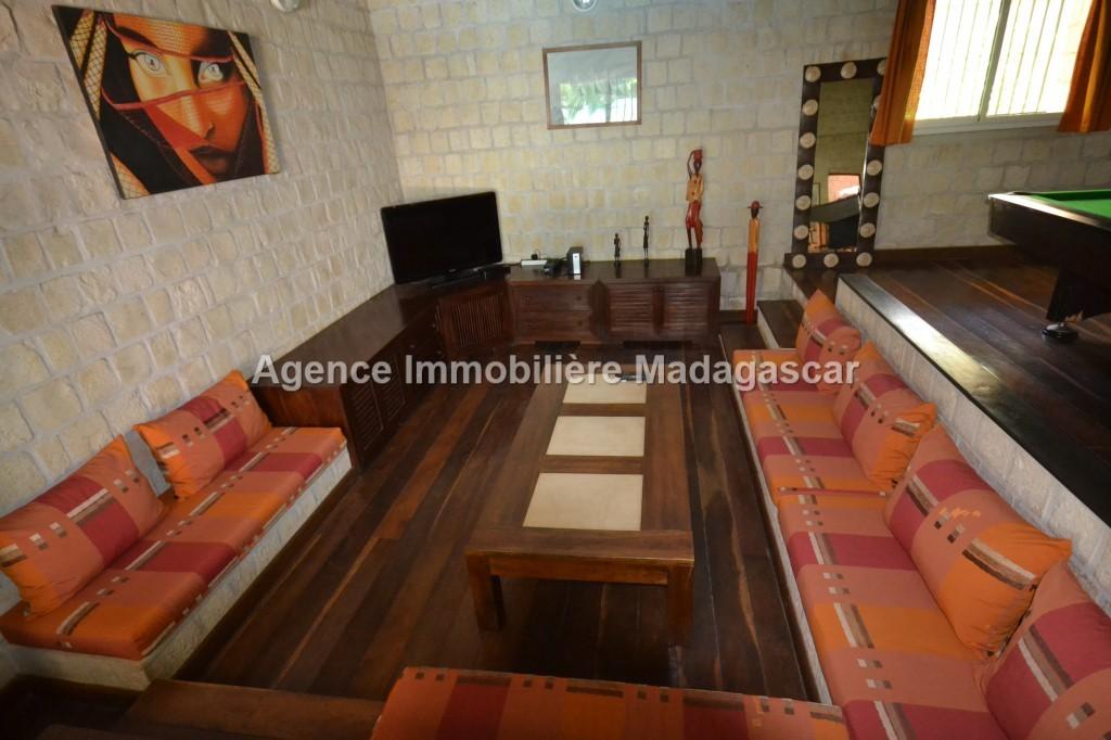villa-meublee-et-equipee-en-location-annuelle-1-3.jpg